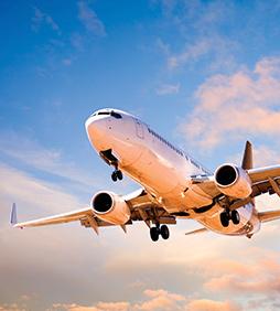 imagem de avião cruzando os céus - ABEAR
